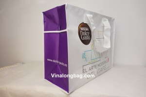 Non woven laminated with zipper